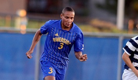 Otis Earle in action for UC Riverside (Photo by Gabriel L. Acosta)