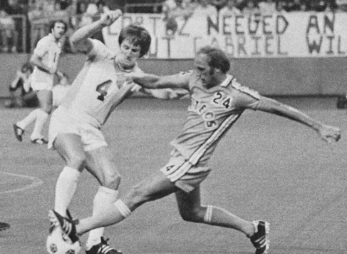 Bobby Moore in action for the Seattle Sounders (Photo: NASLJerseys.com)