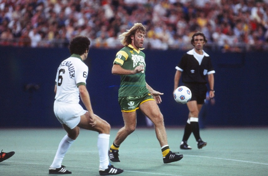 Rodney Marsh in action for the Fort Lauderdale Strikers against Franz Beckenbauer (Photo: NASLJerseys.com)