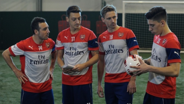 Arsenal players get together to test out the new left-footed ball (Photo: Arsenal.com)